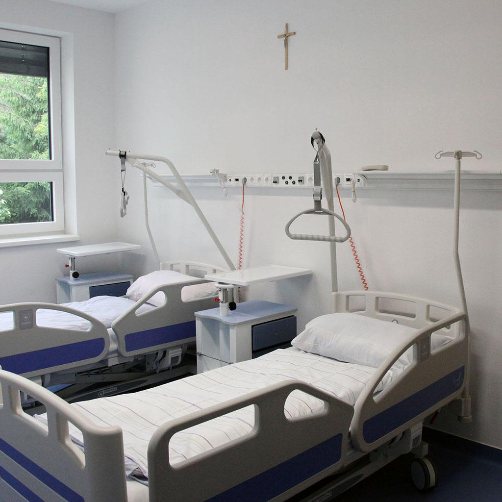 Kórház adatbázis (92 db)
