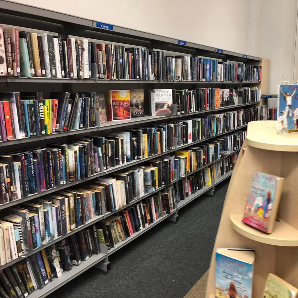 Könyvtár adatbázis (724 db)